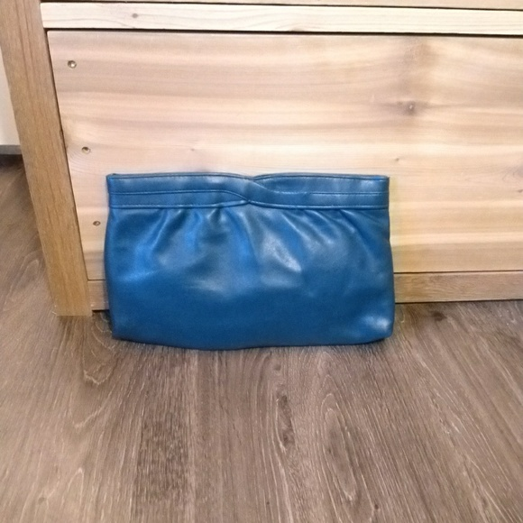 Vintage Handbags - Vintage Vegan Leather Clutch